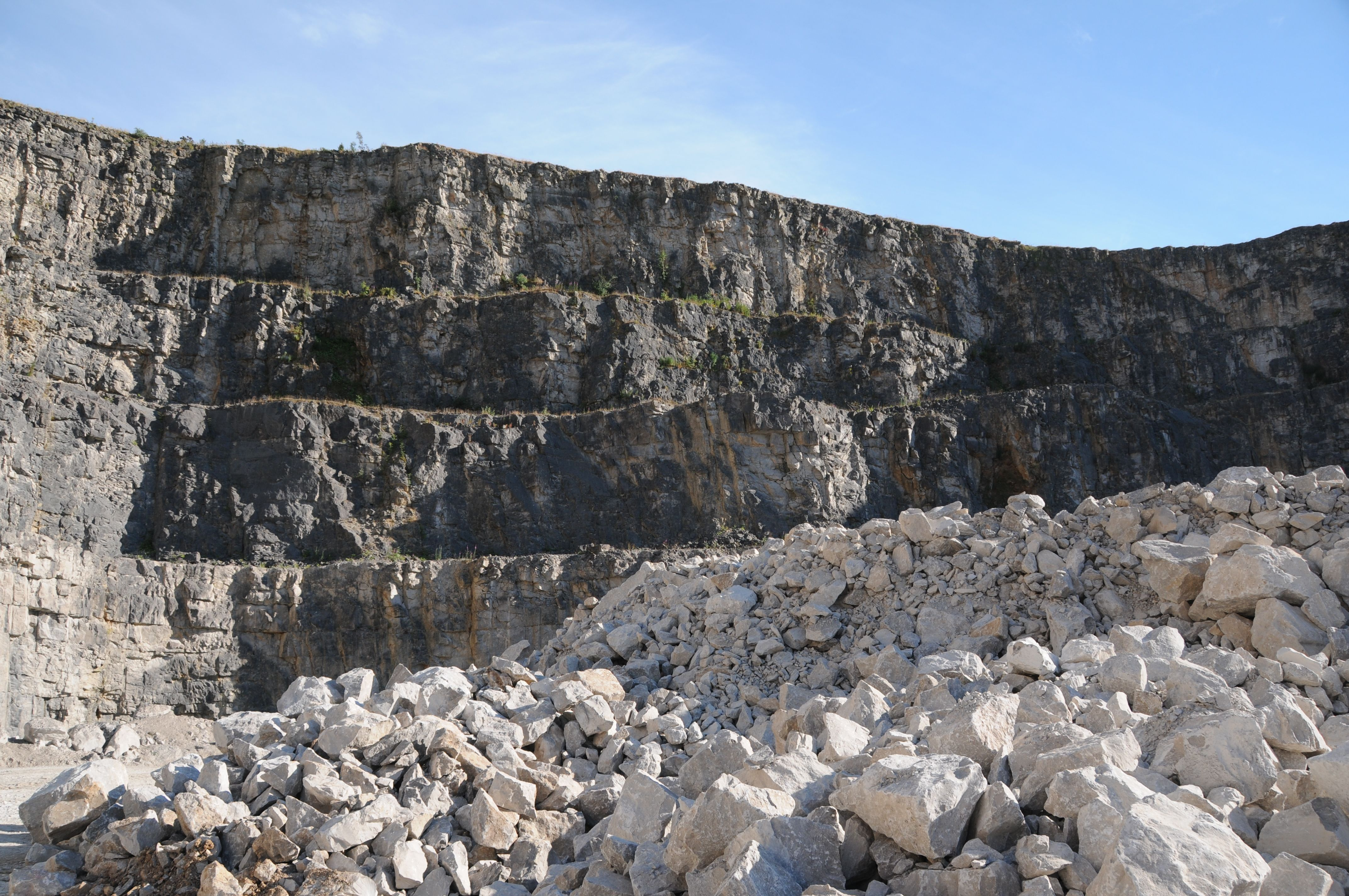 Quarrying in layers